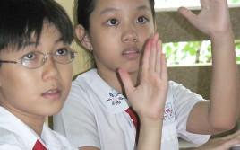Vietnamese schoolkids 2shot