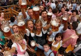 Oktoberfest_Crowd